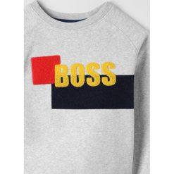 BOSS Kidswear Bluza hell graumeliert. Niebieskie bluzy chłopięce marki BOSS Kidswear, z bawełny. Za 369,00 zł.