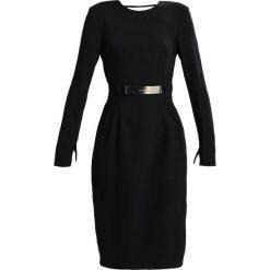 MARCIANO LOS ANGELES DRAPY DRESS Sukienka koktajlowa jet black. Czarne sukienki koktajlowe MARCIANO LOS ANGELES, z materiału. W wyprzedaży za 597,35 zł.