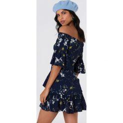 Sukienki: Lucca Couture Sukienka mini z falbanką Emilia – Navy