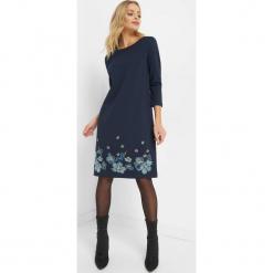 Trapezowa sukienka z haftem. Brązowe sukienki dzianinowe marki Orsay, s. Za 119,99 zł.