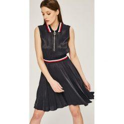 Tommy Hilfiger - Sukienka Koko. Szare sukienki mini TOMMY HILFIGER, na co dzień, z materiału, casualowe, rozkloszowane. W wyprzedaży za 499,90 zł.