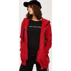Bluzy damskie: Rozpinana bluza z kapturem – Czerwony