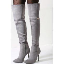 Jasnoszare Kozaki Confidently. Szare buty zimowe damskie vices, z materiału, ze szpiczastym noskiem, na wysokim obcasie, na obcasie. Za 119,99 zł.