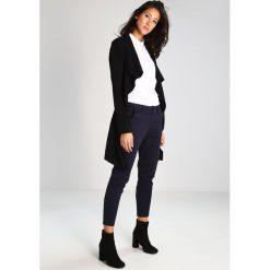 GStar BRONSON MID SKINNY CHINO  Spodnie materiałowe mazarine blue. Szare chinosy damskie marki G-Star, m, z bawełny. W wyprzedaży za 413,10 zł.