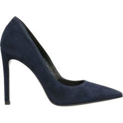 Czółenka MIYA. Niebieskie buty ślubne damskie Gino Rossi, ze skóry, na szpilce. Za 224,95 zł.