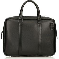 Czarna torba na laptopa. Czarne torby na laptopa marki Kazar, w paski, ze skóry, z tłoczeniem. Za 599,00 zł.