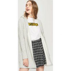 Długa bluza z kapturem - Jasny szar. Szare bluzy rozpinane damskie Sinsay, l, z długim rękawem, długie, z kapturem. Za 59,99 zł.