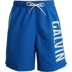 Calvin Klein Swimwear MEDIUM DRAWSTRING PRINT Szorty kąpielowe electric blue lemonade. Niebieskie kąpielówki chłopięce Calvin Klein Swimwear, z materiału. Za 189,00 zł.