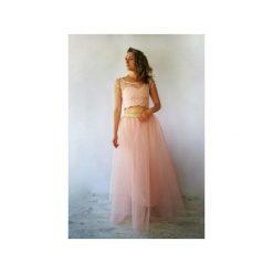 GABRIELA DŁUGA TIULOWA SUKIENKA RÓŻOWA NA WESELE. Czerwone długie sukienki marki Meleksima, na wesele, s, w koronkowe wzory, z koronki, z gorsetem, z długim rękawem, gorsetowe. Za 519,00 zł.