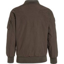 Cars Jeans KIDS SMASH Kurtka Bomber olive. Zielone kurtki męskie bomber marki Cars Jeans, z jeansu. W wyprzedaży za 188,10 zł.