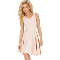 Jasnoróżowa Sukienka Elegancka Rozkloszowana na Szerokich Ramiączkach. Różowe sukienki balowe marki numoco, l, z dekoltem w łódkę, oversize. Za 159,90 zł.