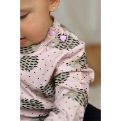 Różowa bluza dziecięca jeże. Czerwone bluzy dziewczęce rozpinane marki Pakamera, z nadrukiem, z bawełny. Za 85,00 zł.