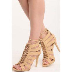 Camelowe Sandały Bea. Białe sandały damskie marki Reserved, na wysokim obcasie. Za 49,99 zł.