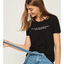 T-shirt z zabawnym hasłem - Czarny. Czarne t-shirty damskie marki Sinsay, l. Za 19,99 zł.