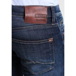 Mustang OREGON TAPERED Jeansy Zwężane dark rinsed used. Czarne jeansy męskie marki Mustang, l, z bawełny, z kapturem. Za 379,00 zł.