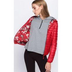 Czerwona Kurtka Would Stay. Czerwone kurtki damskie pikowane Born2be, l, w kolorowe wzory, z kapturem. Za 149,99 zł.
