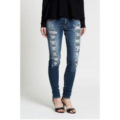 Guess Jeans - Jeansy. Niebieskie jeansy damskie marki Guess Jeans, z obniżonym stanem. W wyprzedaży za 239,90 zł.
