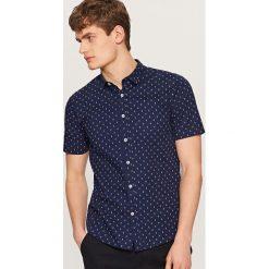 Koszula z mikroprintem slim fit - Granatowy. Niebieskie koszule męskie slim marki Reserved. Za 69,99 zł.