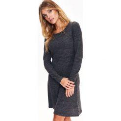 ROZKLOSZOWANA SUKIENKA DZIANINOWA. Czarne sukienki dzianinowe marki Top Secret, na jesień, rozkloszowane. Za 44,99 zł.