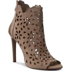 Botki CARINII - B3914  504-000-000-B40. Różowe buty zimowe damskie marki Carinii, z materiału, z okrągłym noskiem, na obcasie. W wyprzedaży za 259,00 zł.