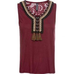 T-shirt z koronką i frędzlami bonprix czerwony rubinowy. Czerwone t-shirty damskie bonprix, w koronkowe wzory, z koronki. Za 69,99 zł.
