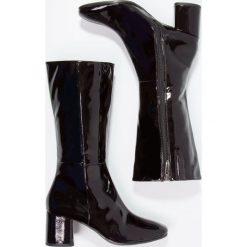 Tamaris Kozaki vine. Czerwone buty zimowe damskie Tamaris, z materiału. W wyprzedaży za 134,50 zł.