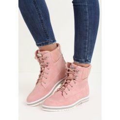 Różowe Traperki Lady Luck. Czerwone buty zimowe damskie Born2be, z lakierowanej skóry, na płaskiej podeszwie. Za 89,99 zł.