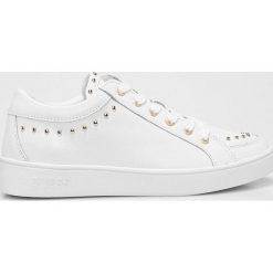Guess Jeans - Buty. Białe buty sportowe damskie Guess Jeans, z aplikacjami, z jeansu. W wyprzedaży za 359,90 zł.