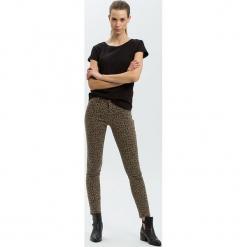"""Dżinsy """"Alan"""" - Skinny fit - w kolorze brązowym. Brązowe rurki damskie marki Cross Jeans, z aplikacjami. W wyprzedaży za 127,95 zł."""