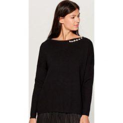Sweter z aplikacją - Czarny. Czarne swetry klasyczne damskie Mohito, l. Za 119,99 zł.