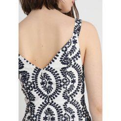 Finery London BROOK BRODERIE FLOWERS SUN Bluzka navy/ivory. Białe bluzki damskie marki Finery London, z bawełny. W wyprzedaży za 395,85 zł.