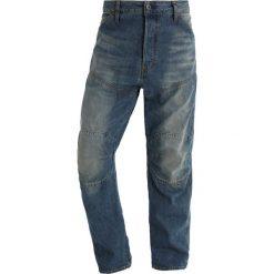 GStar 5620 3D LOOSE TU Jeansy Relaxed Fit dark aged restored 86. Czerwone jeansy męskie relaxed fit marki G-Star, l, z napisami. W wyprzedaży za 362,45 zł.