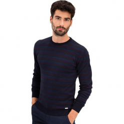 Sweter w kolorze granatowym ze wzorem. Niebieskie swetry klasyczne męskie AVVA, Dewberry, m, w paski, z okrągłym kołnierzem. Za 219,95 zł.
