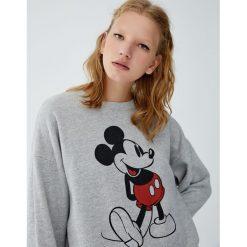 Bluza z Myszką Miki. Szare bluzy damskie Pull&Bear. Za 99,90 zł.