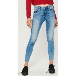 Jeansy skinny mid waist - Niebieski. Niebieskie spodnie z wysokim stanem Sinsay, z jeansu. Za 79,99 zł.