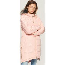 Płaszcz z zamkami - Różowy. Czerwone płaszcze damskie marki Sinsay, l. W wyprzedaży za 119,99 zł.