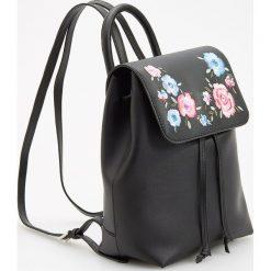 Plecaki damskie: Plecak w kwiaty - Czarny