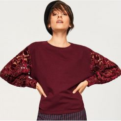 Bluza z ażurowymi rękawami - Bordowy. Czerwone bluzy damskie marki Reserved, l, w ażurowe wzory. Za 119,99 zł.