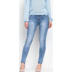 Niebieskie Jeansy Improved. Niebieskie jeansy damskie marki Born2be. Za 94,99 zł.