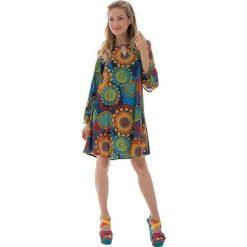 Odzież damska: Sukienka z kolorowym wzorem