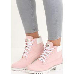 Różowe Traperki Sarlota. Czerwone buty zimowe damskie marki Born2be, z denimu, na płaskiej podeszwie. Za 79,99 zł.