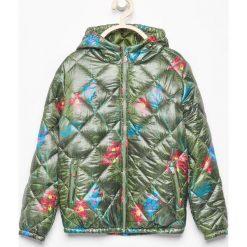 Pikowana kurtka z kapturem - Khaki. Zielone kurtki damskie pikowane marki 4F JUNIOR, moro, z materiału. Za 199,99 zł.