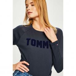 Tommy Hilfiger - Bluzka. Szare bluzki z odkrytymi ramionami marki TOMMY HILFIGER, m, z nadrukiem, z bawełny, casualowe, z okrągłym kołnierzem. Za 179,90 zł.