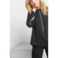 Bluzka z diamencikami. Czarne bluzki asymetryczne Orsay, s, z poliesteru, z okrągłym kołnierzem. Za 89,99 zł.