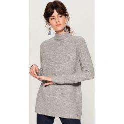 Sweter oversize z domieszką wełny - Szary. Czerwone swetry oversize damskie marki Mohito, z bawełny. Za 119,99 zł.