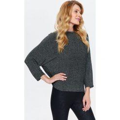 Swetry klasyczne damskie: SWETER OVERSIZE Z BŁYSZCZĄCEJ DZIANINY