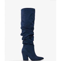 Botki męskie: NA-KD Shoes Satynowe kozaki do kolan na obcasie - Blue,Navy