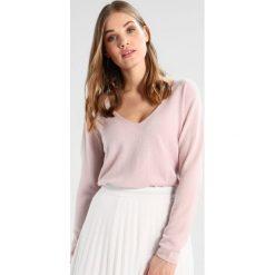 Swetry klasyczne damskie: Rosemunde Sweter vintage powder