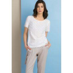 Bluzki damskie: Bluzka z ażurowym zdobieniem