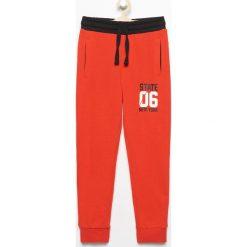 Spodnie dresowe - Czerwony. Czerwone dresy chłopięce marki Reserved, m, z dresówki. Za 49,99 zł.